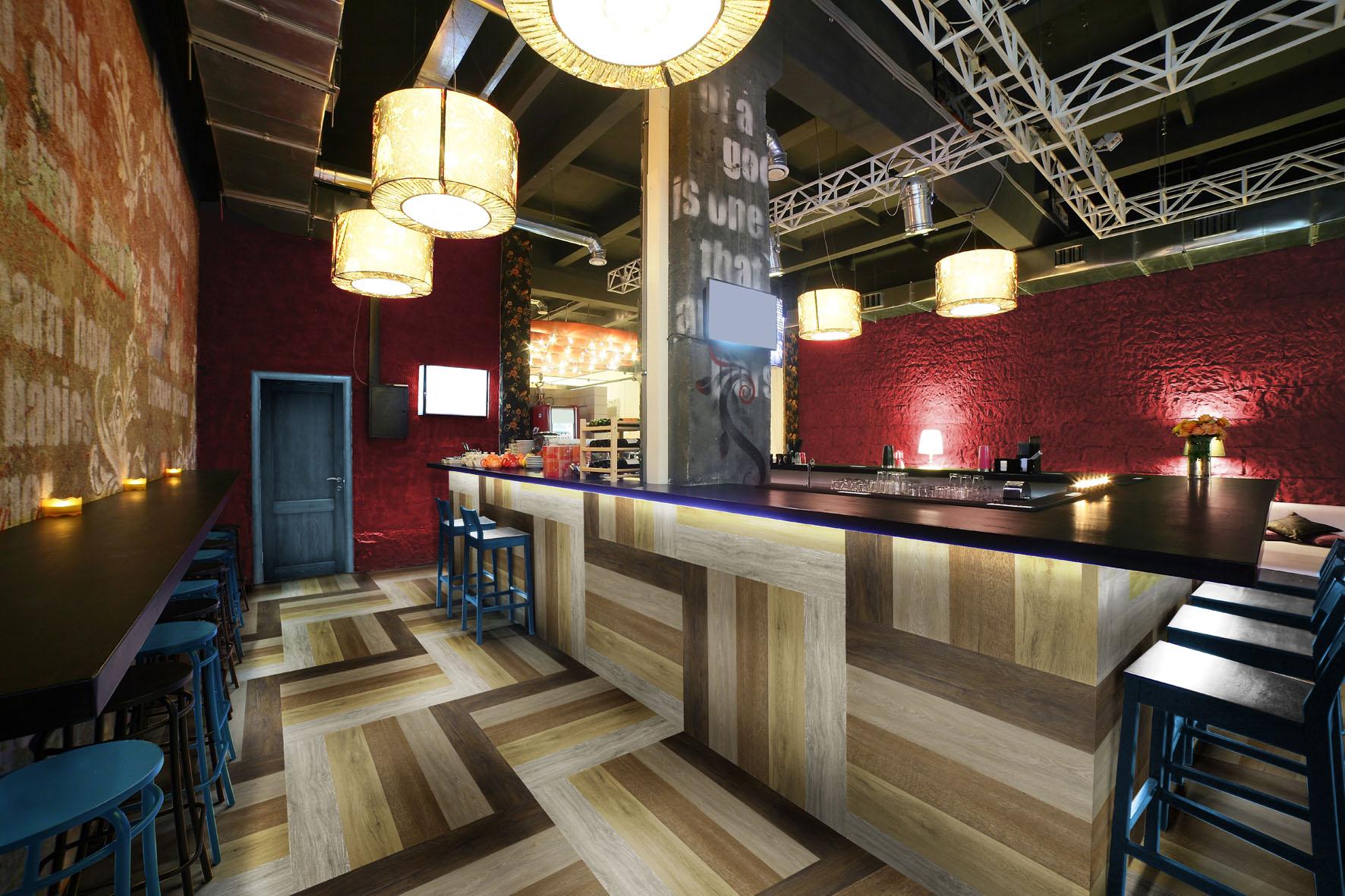 Pisos laminados e vin licos para bares e restaurantes for Mobiliario rustico para bares