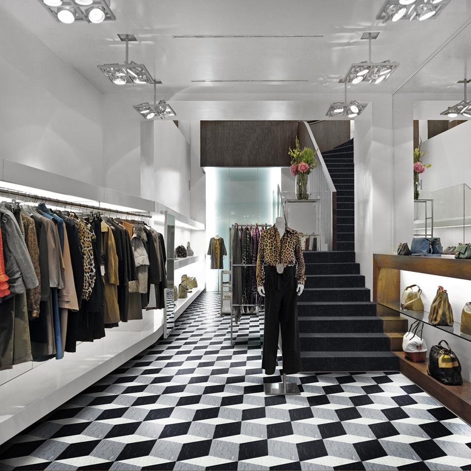 Boutique decorada com a paginação exclusiva feita com 3 cores diferentes de pisos vinílicos Paviflex Thru