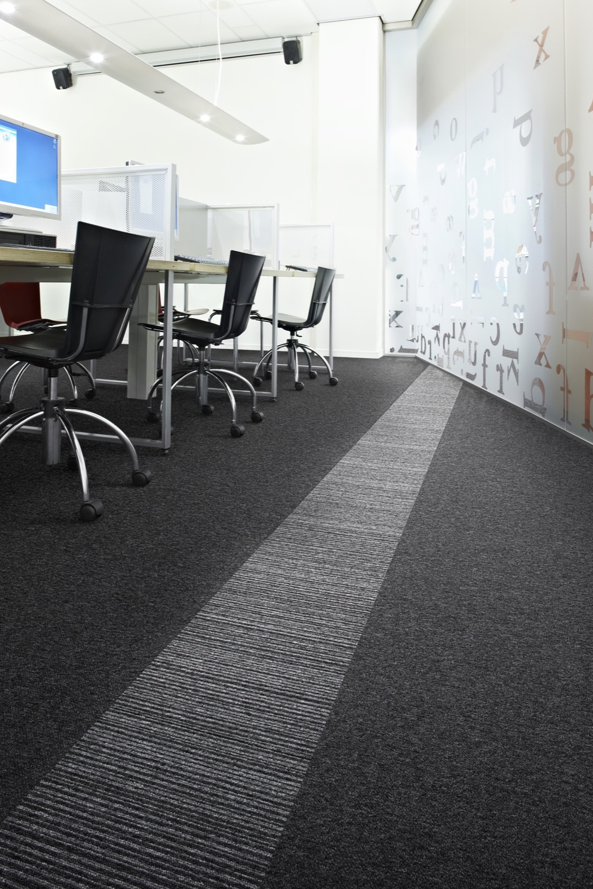 ambientada_corporativo_escritorios-privados_carpetes_desso_essence-stripe_0_placa_710278070_1548332602_2000x3000