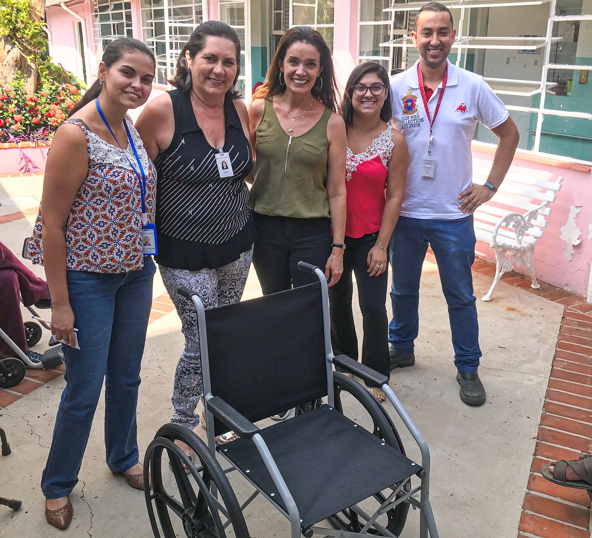 entrega da cadeira de rodas